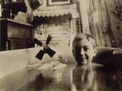 lartigue_1904_self-portrait_hydroglider