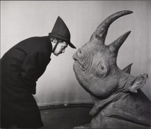 mel_halsman_dali_avec_rhinoceros_1956_c_2013_philippe_halsman_archive_magnum_photos_images_rights_of_salvador_dali_reserved-jpg__787x672_q85_crop_subsampling-2_upscale